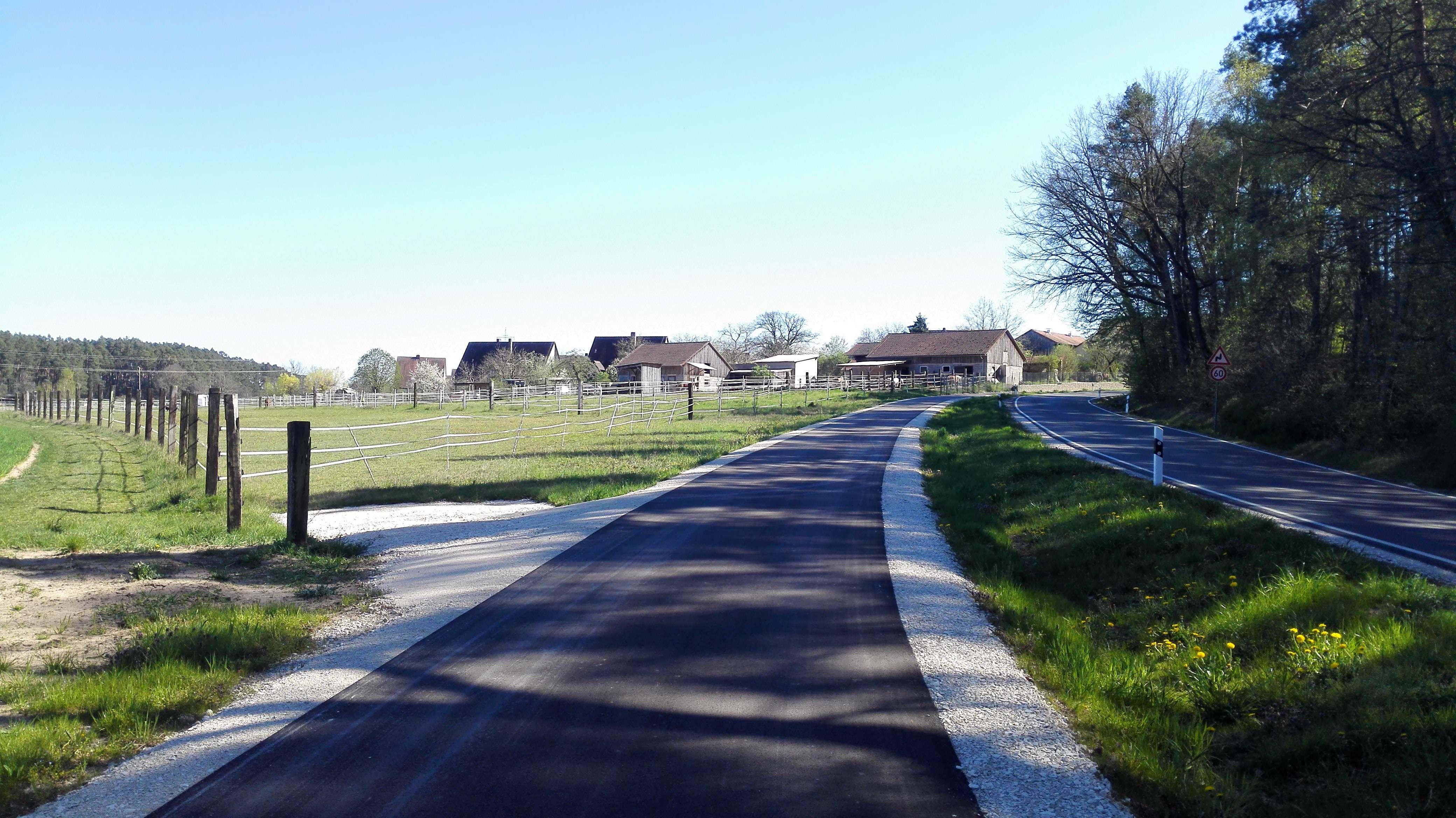 Perfekter Radweg vor Weinmannshof
